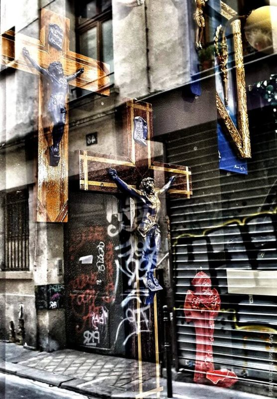 artiste peintre paris, photographie, paris pictures, beautiful bizarre, christ picture, paris street, reflection
