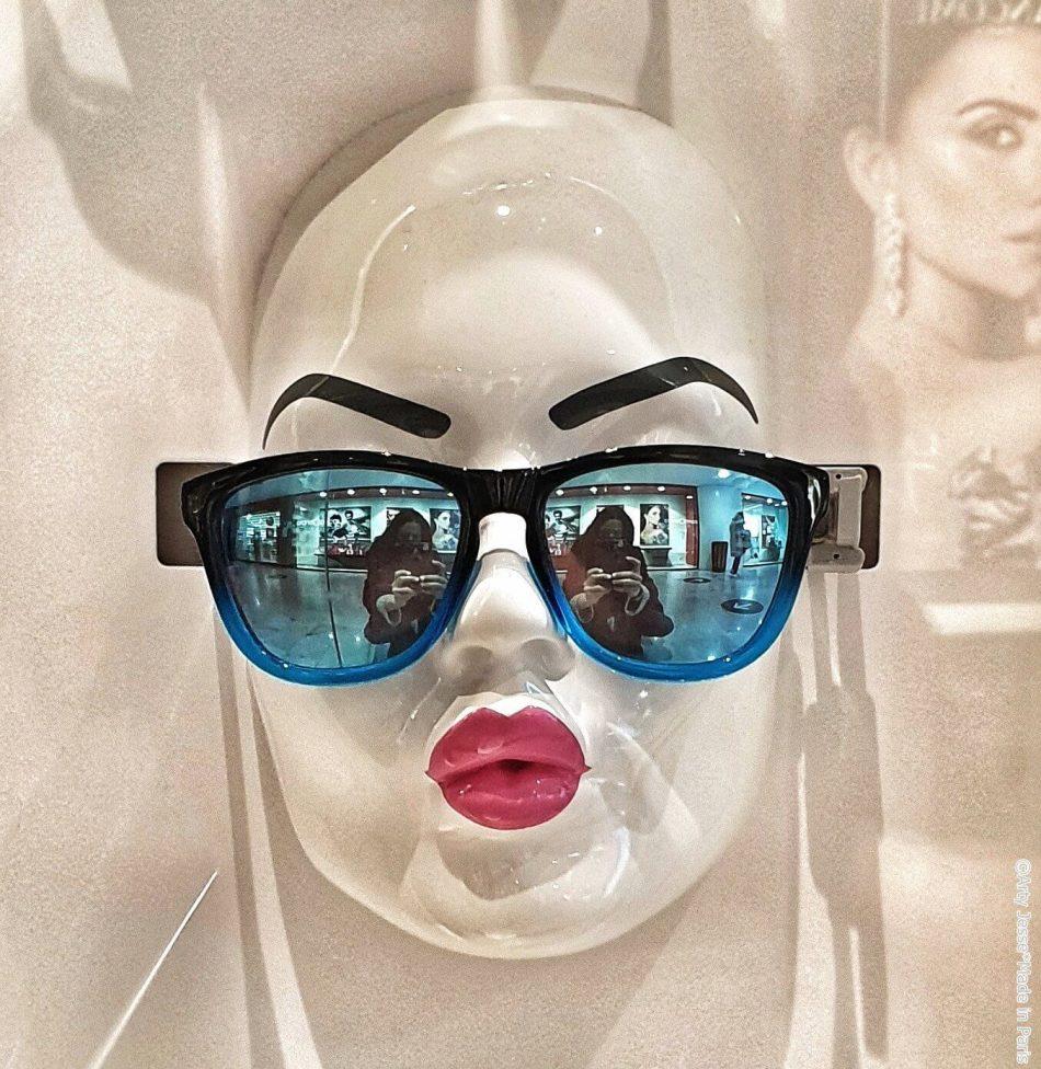 artiste peintre paris, duck face, sunglasses